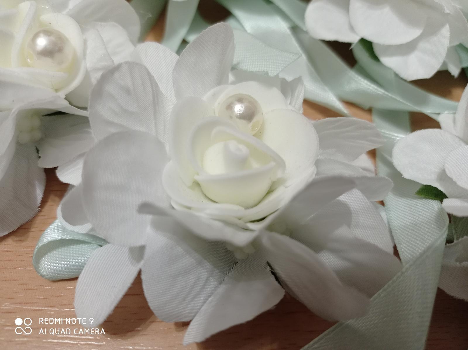 Kvetinové náramky pre družičky - Obrázok č. 1