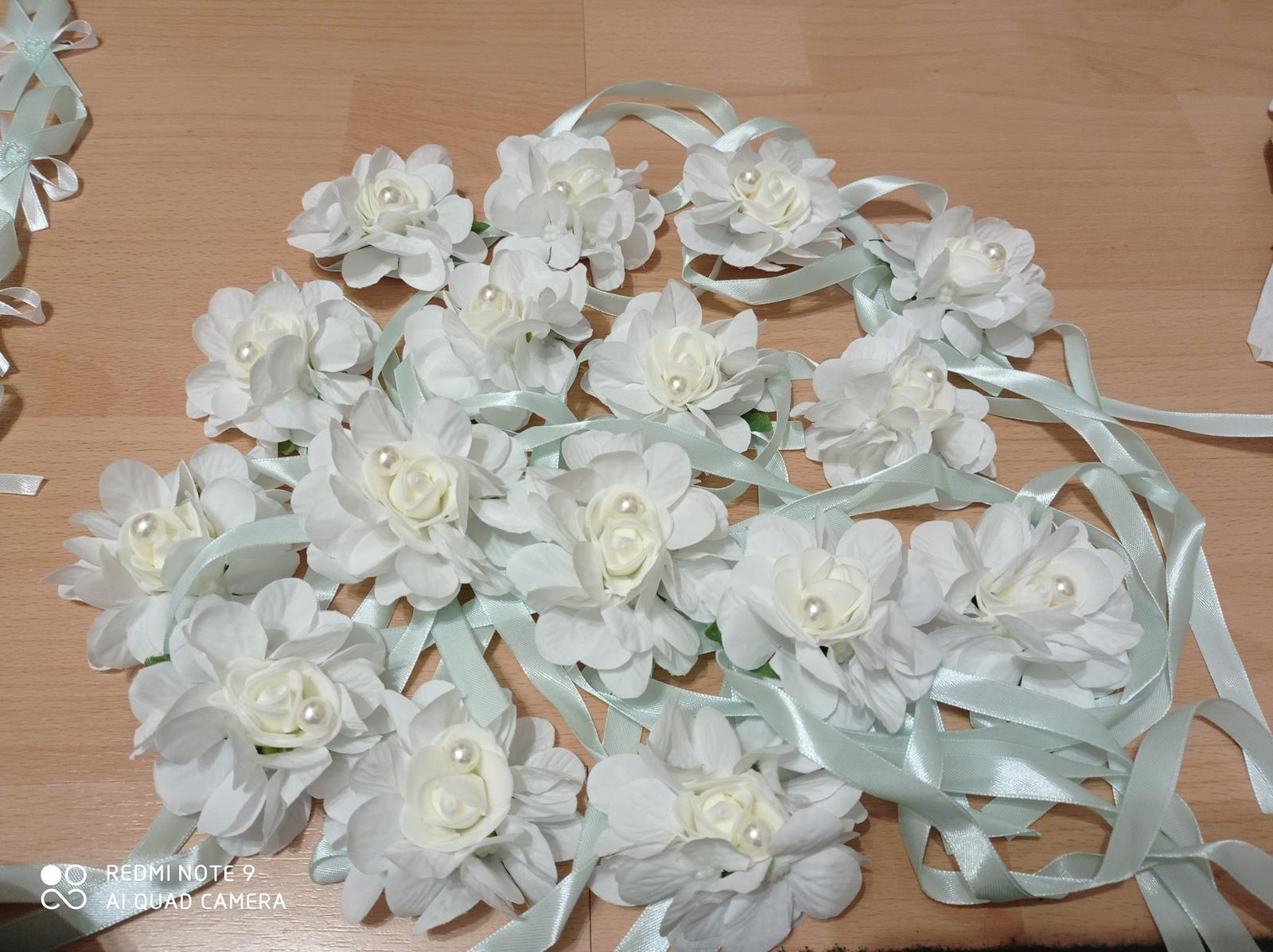 Kvetinové náramky pre družičky - Obrázok č. 2