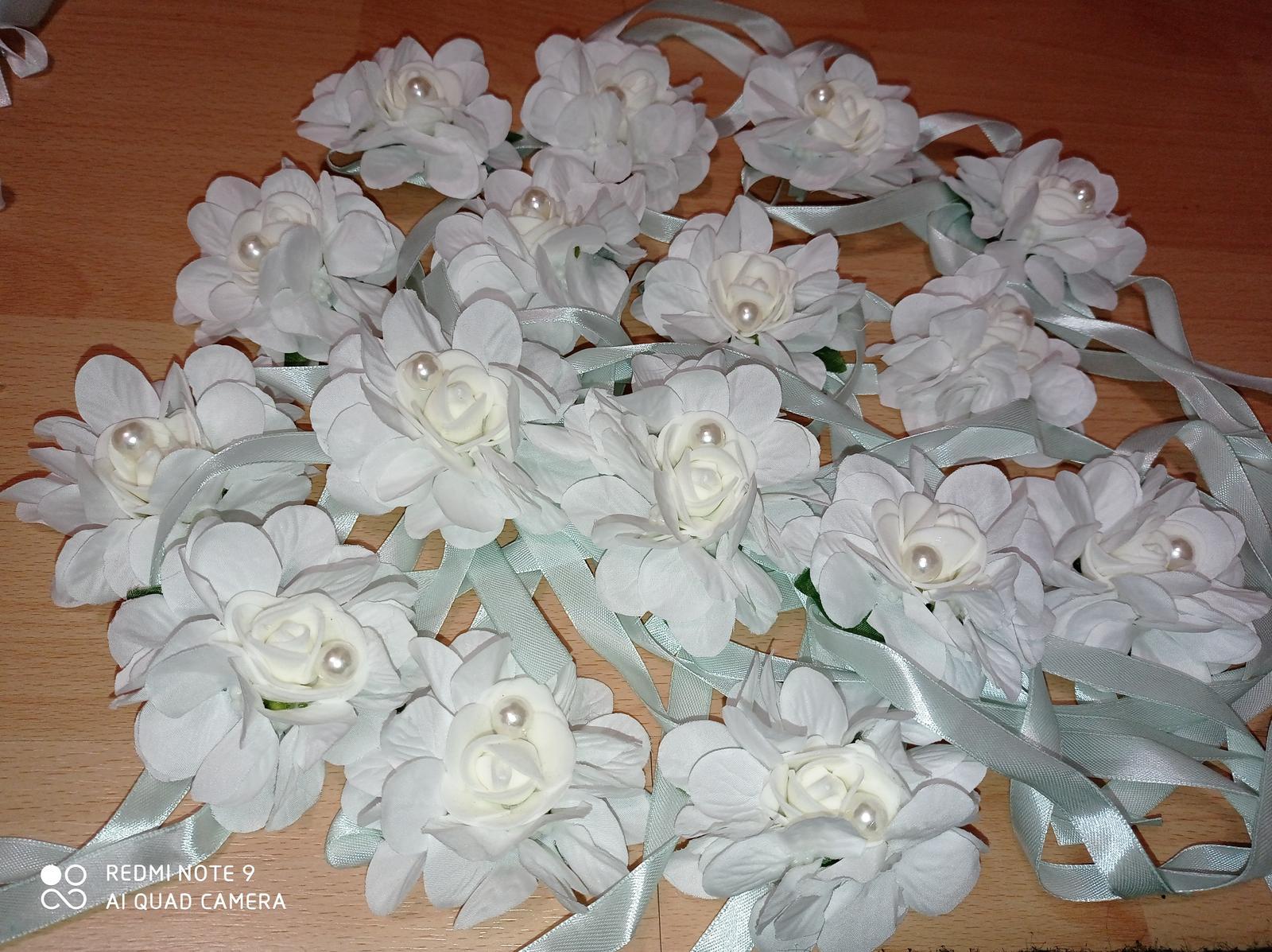 Kvetinové náramky pre družičky - Obrázok č. 3