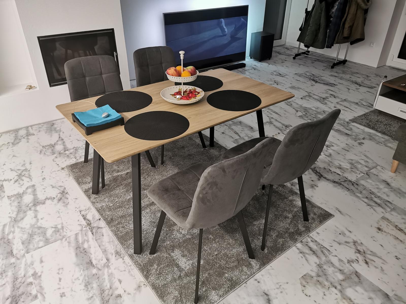 Euroline Bungalov 1871 - 03.01.2020 A uz máme aj jedálenský stôl,  na kuchyňu ešte stále čakáme...