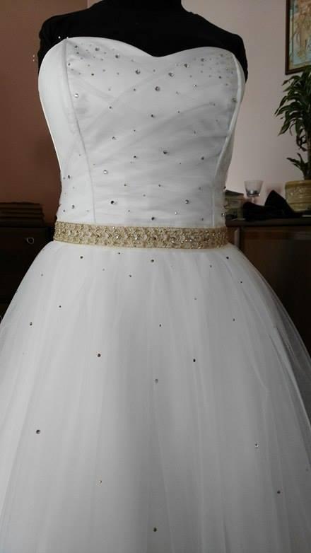 Svatební šaty s kamínky šité na míru . - Obrázek č. 1
