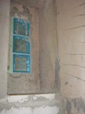 14 marec vymurovana stena vo WC, policka a vlozeny sklobeton medzi WC a kupelku