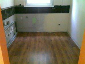 8 jun polozena podlaha kuchyna