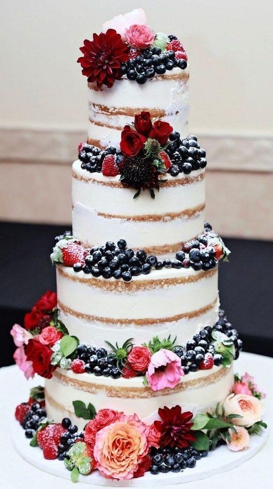 """Poschodová svadobná torta alebo jednoduchá """"jednopodlažná""""? Aký typ preferujete? Alebo ste mali/plánujete na svadbe candy bar pozostávajúci z rôznych typov sladkého? Je jedna torta málo?   Na mojej svadbe sa stretlo hneď niekoľko výtvorov spolu s rôznymi koláčikmi a veru, mali sme čo robiť, aby sme ich všetky pojedli. :-D   Pochváľte sa svojim svadobným svetom zákuskov :-) Zdroj foto: Pinterest - agilshome_com - Obrázok č. 1"""
