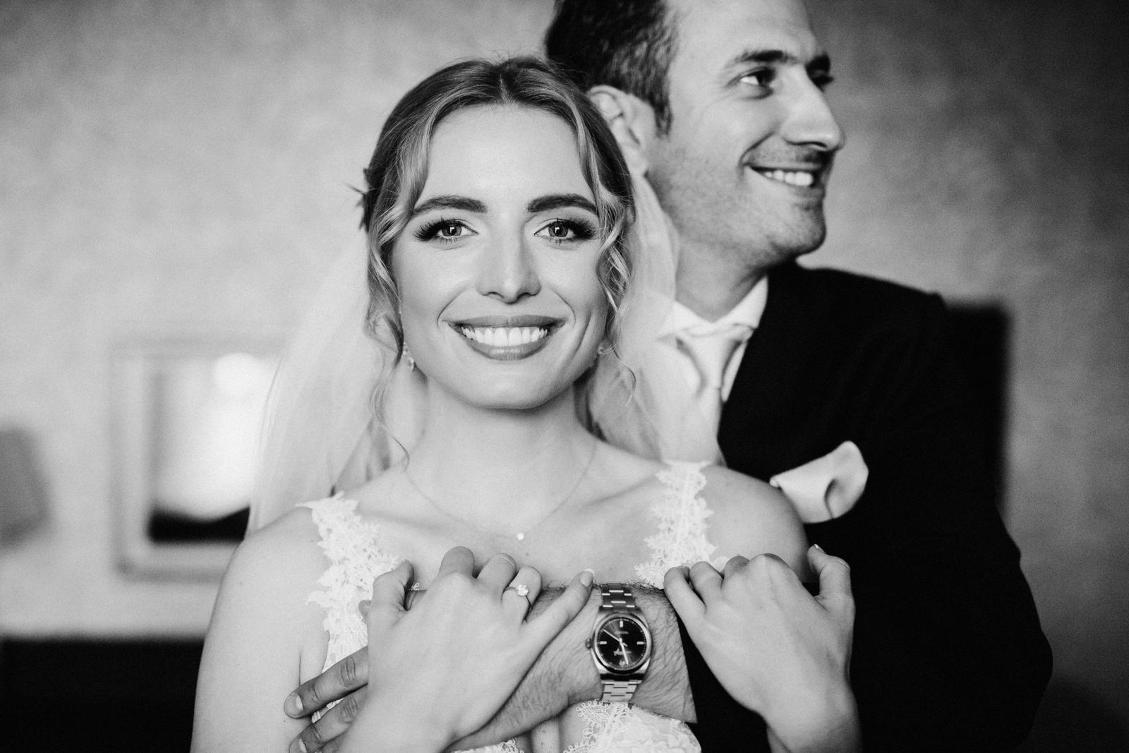 A máme tu nový príbeh krásnej nevesty Aničky. Anička a Thierry sa spoznali v zahraničí a odtiaľ plánovali aj ich dve svadby – francúzsku a slovenskú. A my sme sa do ich príbehu okamžite zamilovali! :-) Celý príbeh nájdeš TU: https://mojasvadba.zoznam.sk/slovensko-francuzska-svadba-tri-duby/ - Obrázok č. 1