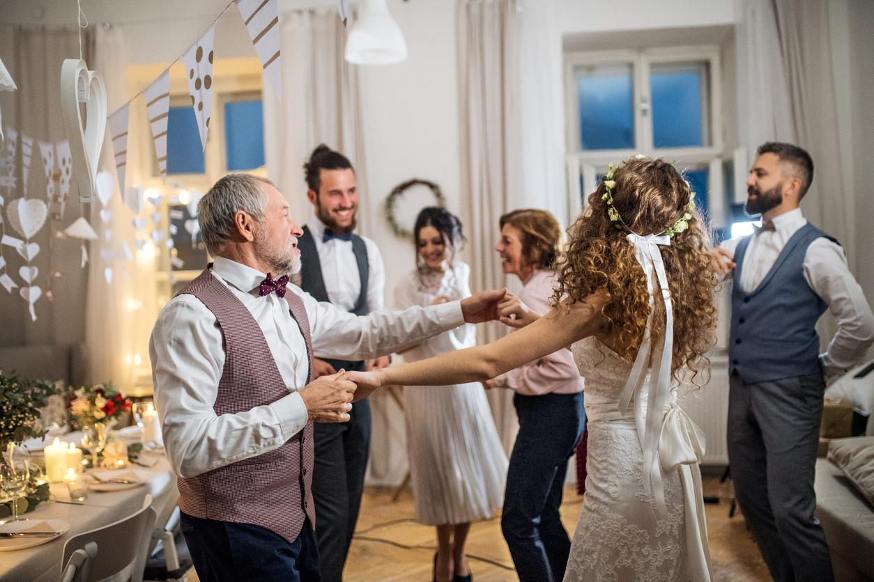 Viete o tom, milé nevesty, že dnes je medzinárodný deň tanca? Už ste si vybrali tú svoju na prvý tanec alebo na rodičovský tanec? A čo tak si precvičiť tanečné kroky v pohodlí domova? :-) Okrem tipov na prvý tanec nájdete v našom magazíne napríklad aj tip na 35 piesní na rodičovský tanec na svadbe: https://mojasvadba.zoznam.sk/rodicovsky-tanec-na-svadbe/ - Obrázok č. 1