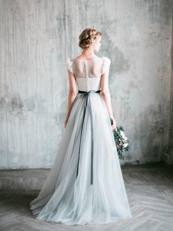 Svadobné šaty nemusia byť nutne iba biele, no nie? :-) Zdroj foto: Pinterest - Milamira Bridal - Obrázok č. 1