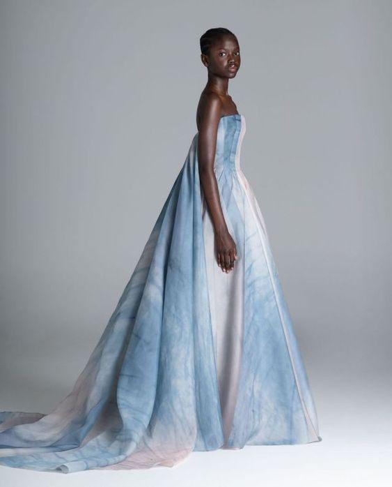 Farebné svadobné šaty - Obrázok č. 24