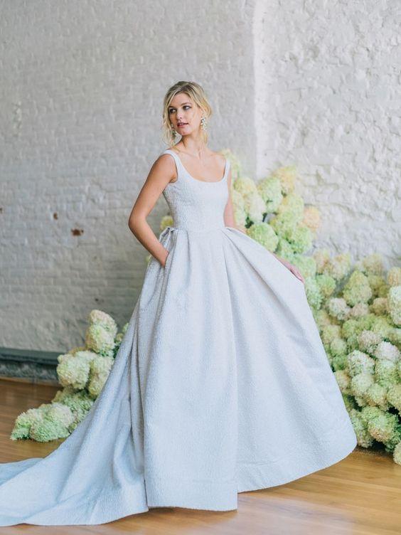 Farebné svadobné šaty - Obrázok č. 23