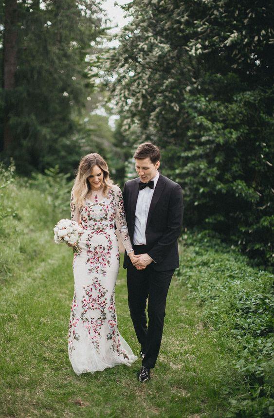 Farebné svadobné šaty - Obrázok č. 17