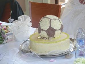 svatební dortík mnam....