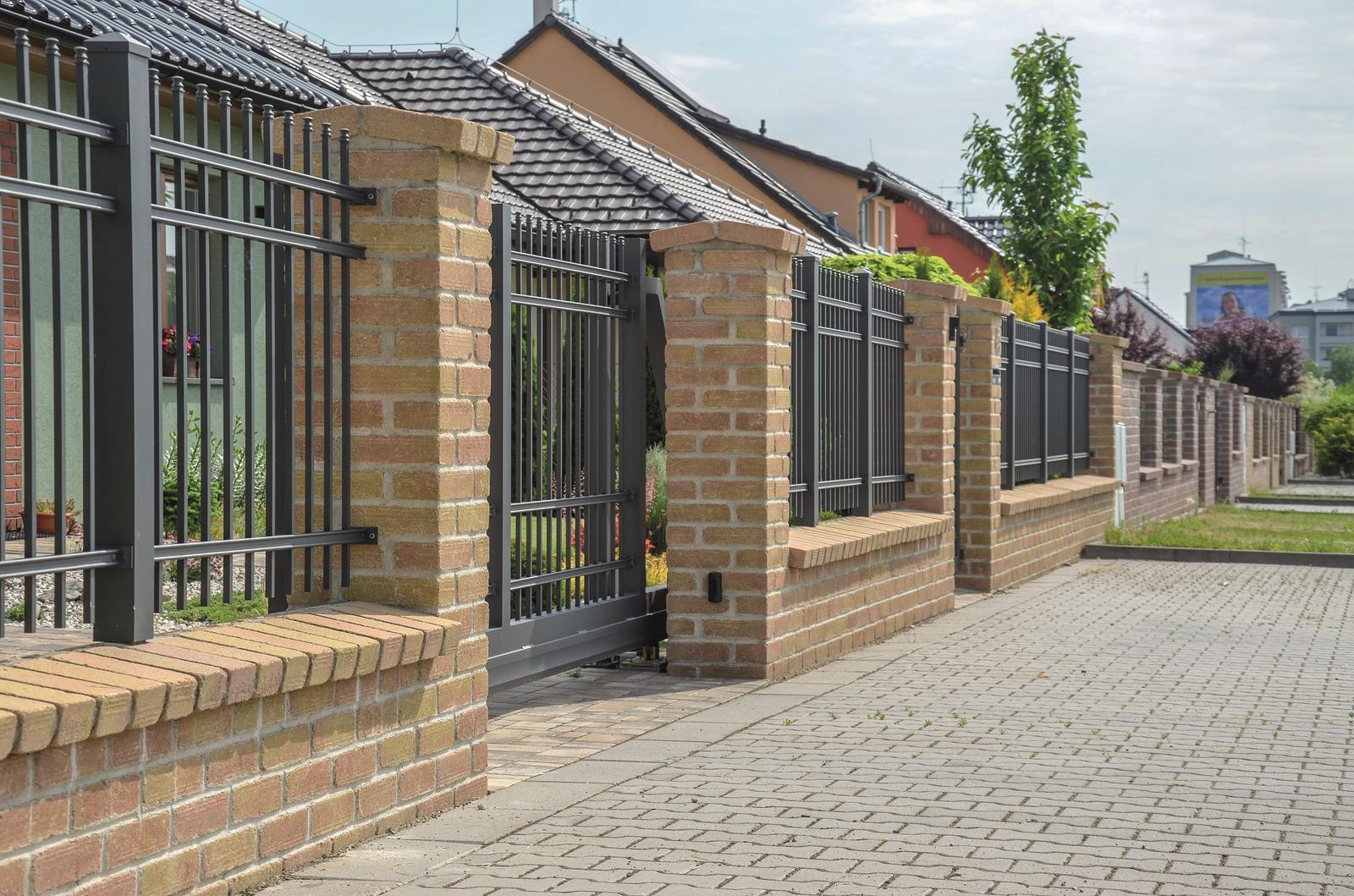 Betonové ploty z tvárnic, cihel a deskové - Betonové cihly lícové