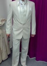 Myslím, že můj nastávající bude fešák...na svatbě bude mít i hlavu...snad :-)