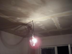 nový strop v pokoji pro Jakuba