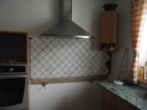 Obkládáme kuchyň,konečně!Je rok 2011