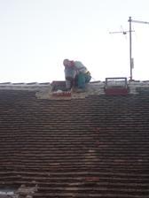 Bouráme komín,první příprava na novou střechu 2010