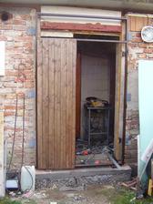 manžel si udělal nové dveře do dílny