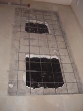 Musel se vybourat beton v podlaze,aby se zesílil a unesl schody