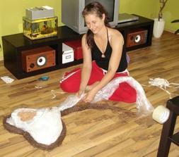 svědkyňka šikulka při výrobě dekorace ;-)