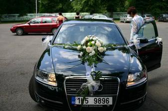 Dopravní prostředek nevěsty - detail květiny