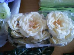 kvety na venček na dvere doma
