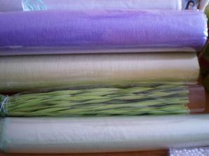 fialový a zelený vlizelín na stôl