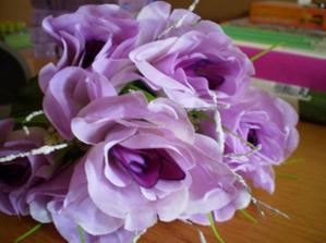 ešte umelé kvety na výzdobu