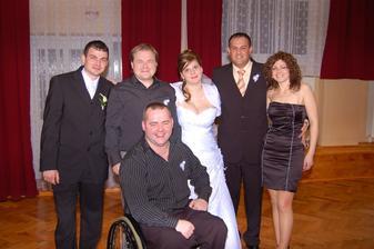 mož a jeho sesternica a bratranci