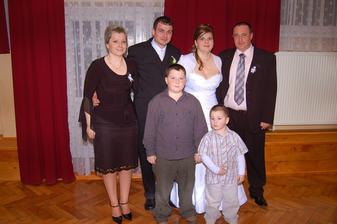 muz a jeho sesternica s rodinov