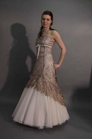 Lucka a Peťko 5.9.2009 - moje šaty po polnoci...keď som ich uvidela, bola som rozhodnutá
