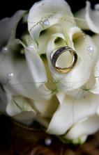 naša kytička a            naše  prstienky:)