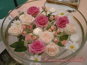 Dekorace květin na stole