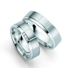 já budu mít tento prsten s briliantíkama, přítel chtěl jen matný kroužek bez ničeho..