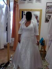 to jsem já na zkoušce svatebních šatů menší upravy ještě probehnou