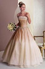 prekrásne, moc nie som na tie širokánske sukne ale tieto šaty sa mi veľmi páčia