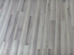 podlaha v spalni