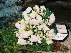 Kyticka z tulipanov, frezii a liziantus