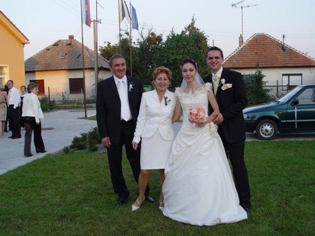 Lucka Mikulcová{{_AND_}}Martin Števár - s rodicmi nevesty