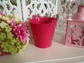 ružové plechové  vedierko,