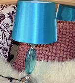 štýlová dizajnová tyrkys lampa,