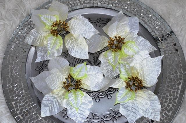 4 ks biela vianočná ruža - Obrázok č. 1