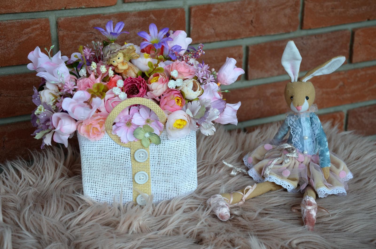 taška plná kvetov s vílkou-dekorácia - Obrázok č. 1