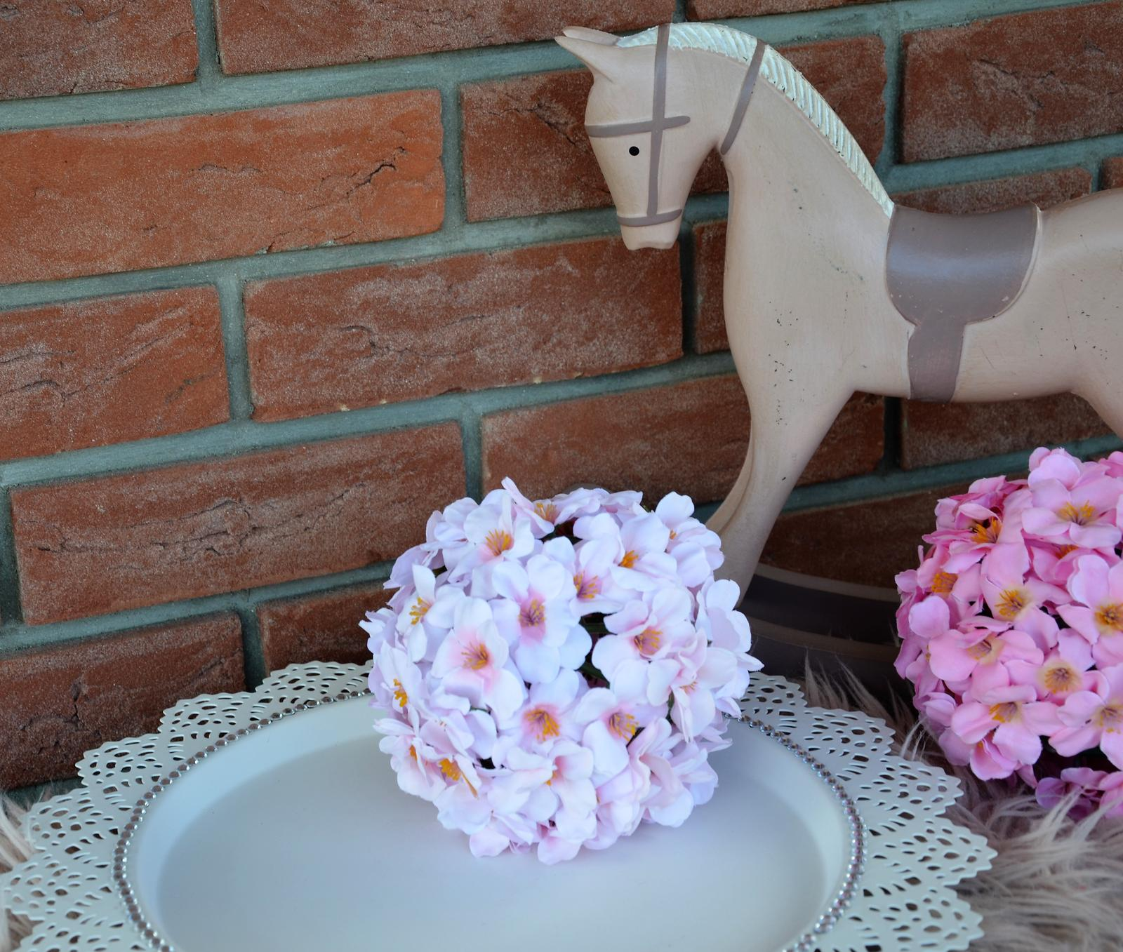 bledoružová dekoračná guľa - Obrázok č. 1