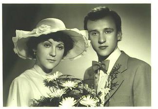 a to sou moji rodiče před 28 lety