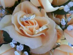 ... tak až spolu jednou budeme vybírat prstýnky, nebude to jednoduché. Ale už se na to moooc těším!!!