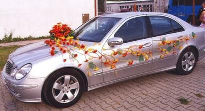 Krásně ozdobené autko...
