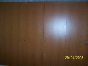...velká skříň v ložnici...