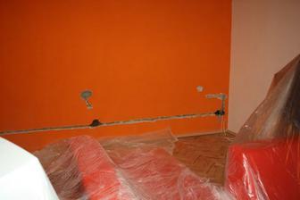 ....Tak a obývák bude mít novou fazónu, zásuvky šly o pár cm níž a změna barvy........