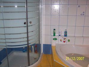 ...sprcháč a vana...