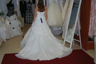 šaty č. 2 zozadu